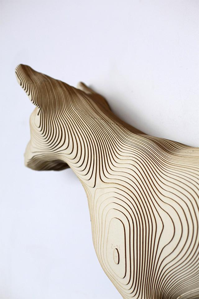 "detail shot of he sculpture of ""Reliquia de las disciplinas geograficas"""